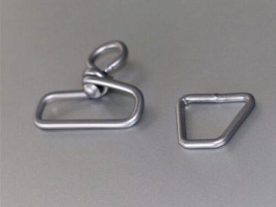 zwei metallstücke